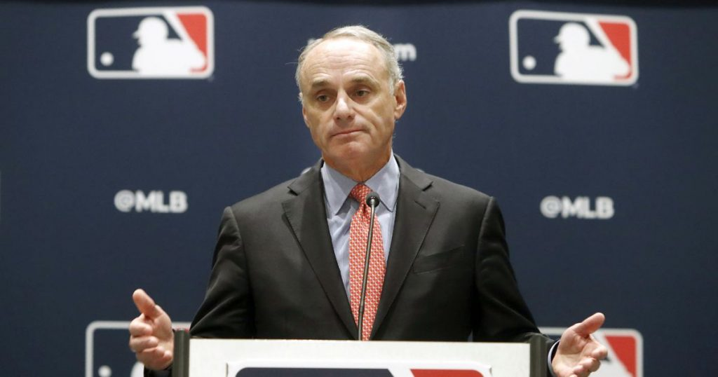 Basketball Manfred meets with Bernie Sanders over minor league proposal