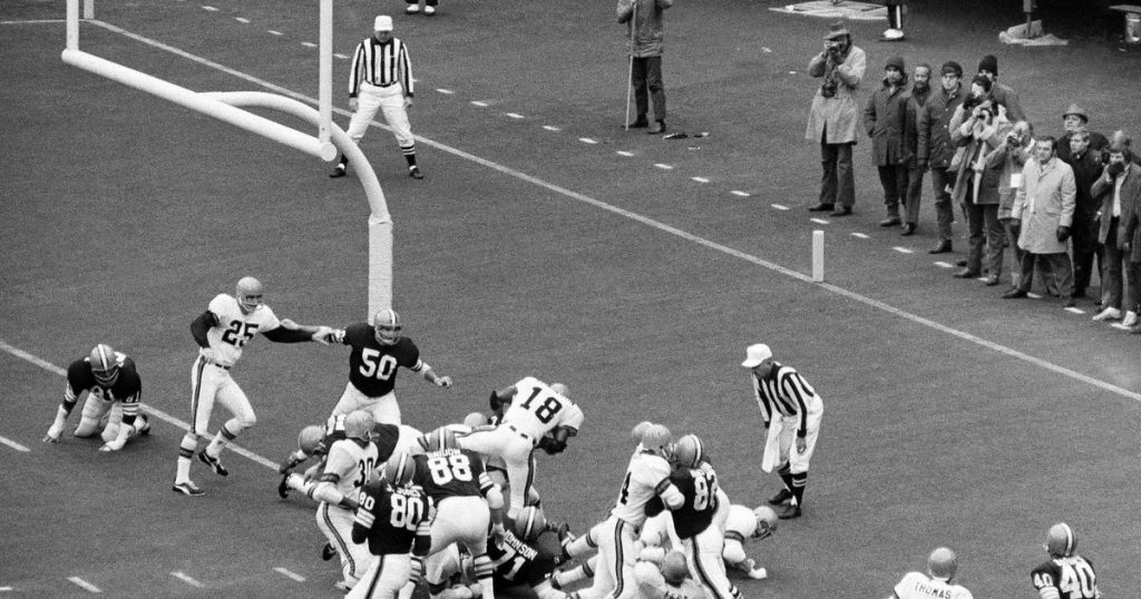 Football NFL At 100-AP Was There-Browns-Bengals 1970